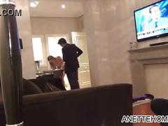 A poils en exhib devant le serveur roomservice a l hotel pour voyeur francais