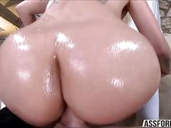 Blonde stevie enjoys pussy pounding