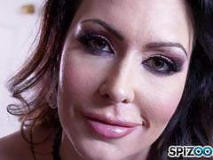 Sexy jessica jaymes plays with her muff