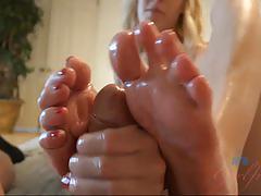 Feet jerking cadence lux