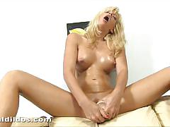 Blonde bella morgan masturbating