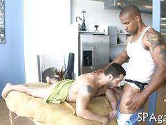 Tattooed black hijacks massage and gets laid by white guy