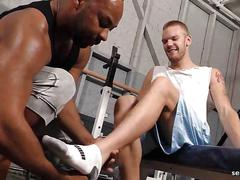 Sexy gay gets sucking and screwed at the gym