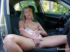 Babe plays with her self in a car