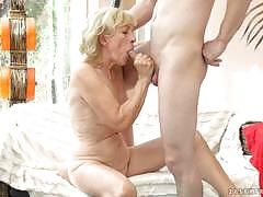 Blonde granny getting stuffed in her pussy