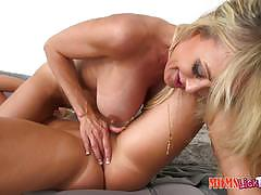 Minge slurping brandi love and cali sparks
