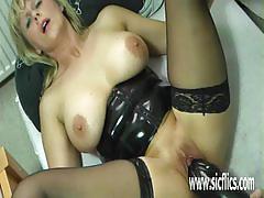 Amateur milf fucking huge dildo