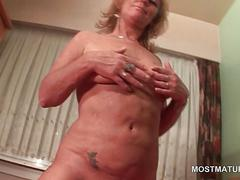 Sensual mature rubs and vibes her pink muff