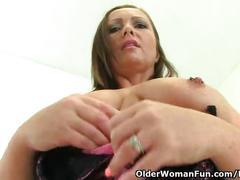 Uk milf sam is showing off her masturbation skills