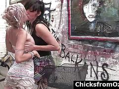 Natural aussie girls in hot kissing scenes