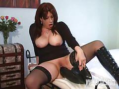 Mature amateur plays with her huge dildo
