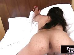 Solo tranny playing with her asshole