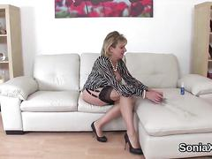 Cheating british mature lady sonia exposes her huge hooters