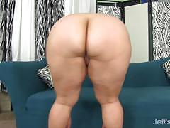 Plumper jade rose vibes her hot pussy