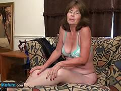 Amateur toys her mature pussy