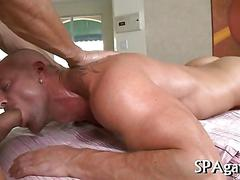 Hunk getting fucked and the sex is way too wild