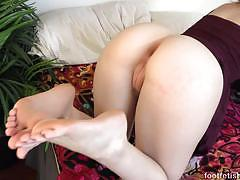 Spunking on the feet of kinky lily rader