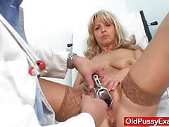 Blonde cougar clit stimulation