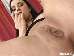 Kinky kirsten plant fits big dildo in her pussyhole