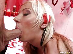 Blonde slut gets her pussy licked