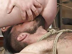 Satisfying the gym trainer by sucking his cock