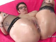 Une grosse maman se fait defoncer le cul pour son casting
