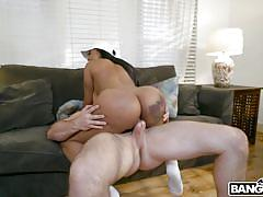 Big ass chocolate milf bouncing on a cock