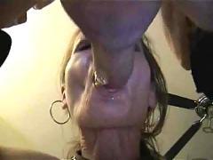 Wife does naughty deepthroat