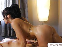 Huge boobs masseuse jaclyn taylor gets pounded by client