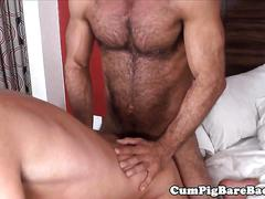 Bear barebacked in threeway while jerking