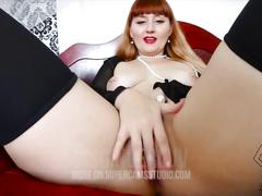 Msgingerluv fucks her juicy pussy for you!