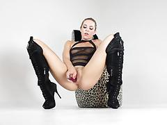 Babe dahlia sky masturbating