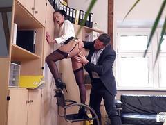 Bums buero - slutty german secretary enjoys a raunchy office fuck with her boss