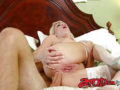 Sensual mikki lynn gets her ass drilled