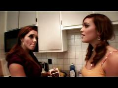 Two hot lesbians make out munch and finger