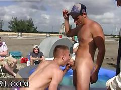 Bunch of gay dudes suck each others stiff cocks outdoors