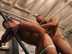 Gay gets fucked and gets jizzload at the gym