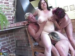 Mature amateurs fuck in orgy