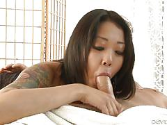 Tattooed brunette giving nasty blowjob @ asian strip mall massage