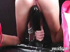 Luscious babe dildo fucks her warm pussy