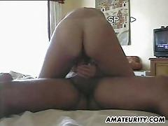Amateur babe rides this hard dick