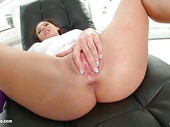 Julie skyhigh vibrates her sexy muff