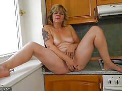 Mature gets her juices flowing in the kitchen