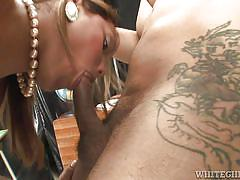 Dude gets his ass rammed by an ebony tranny @ black transsexuals #04
