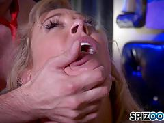 Milf takes it deep in her pretty pussy