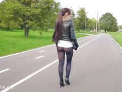 Jeny smith black pantyhose pretends to be leggings.