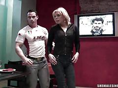 Blonde tranny and dude suck each other in restroom