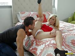 Horny plumber slides his cock into milf parker swayze
