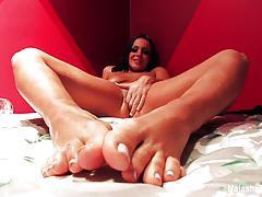 Babe natasha nice rubs her hot pussy