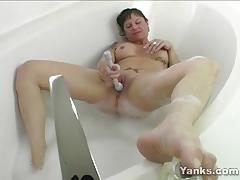 Milf masturbating in the bath